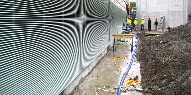 Fiskgallret installeras - juni 2013