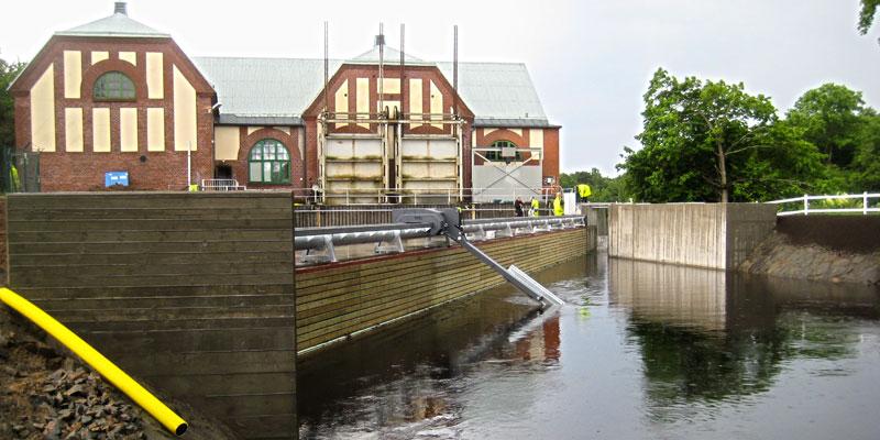 Fiskgallret och grindrensaren på plats - juli 2013